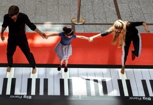 Big Piano by Remo Saraceni_ Denis Volk